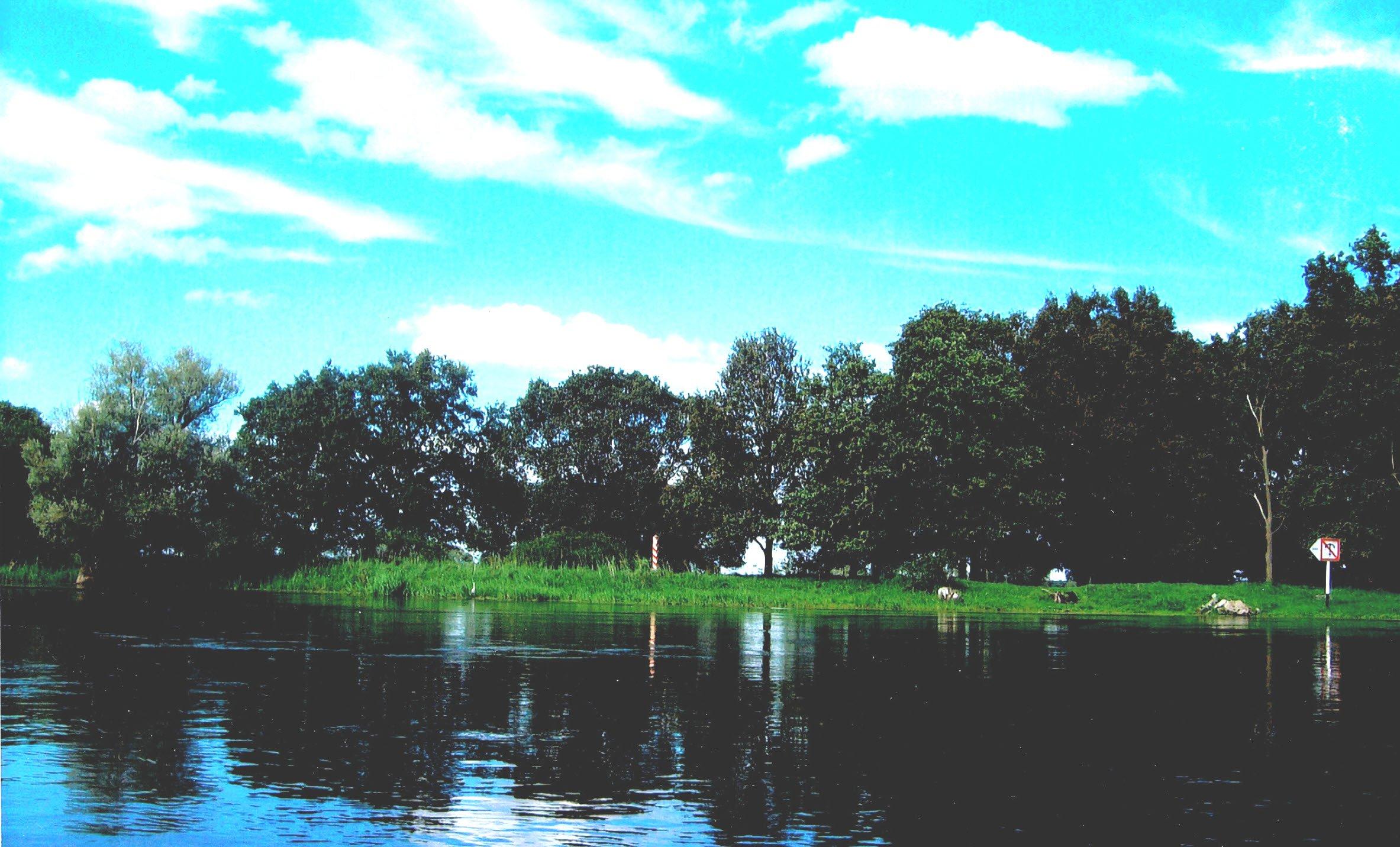 Auf der Oder bei Hochwasser flussabwärts von Frankfurt