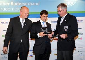 Oliver Quickert (Mitte) mit Siegfried Kaidel (r.) und Dr. Dag Danzglock (l.)