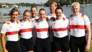Friederike Reißig (Bildmitte) mit den hessischen Teilnehmer der Junioren-Weltmeisterschaften 2013