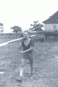 Lothar Schimpf 1951 vor dem Bootshaus des RV Goethegymnasium